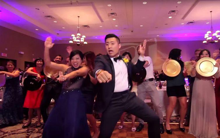 Эпичный свадебный танец с использованием всех 250 гостей