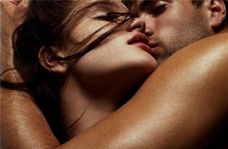 Секс влюбленных с поцелуями