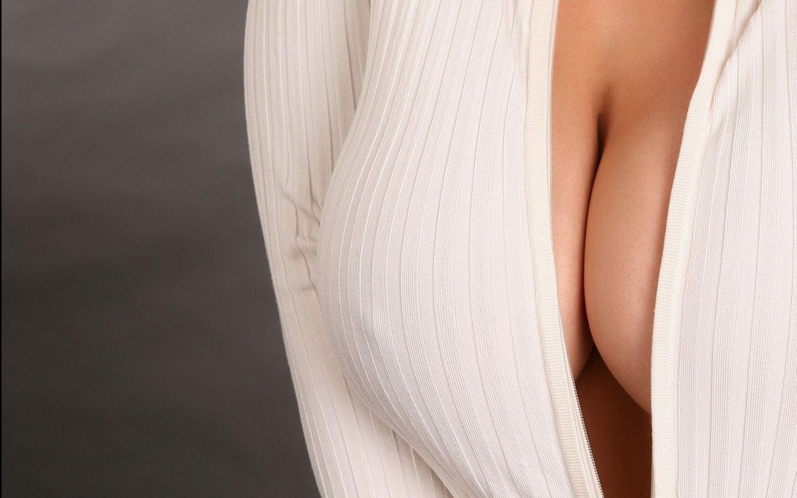 женской груди в душе