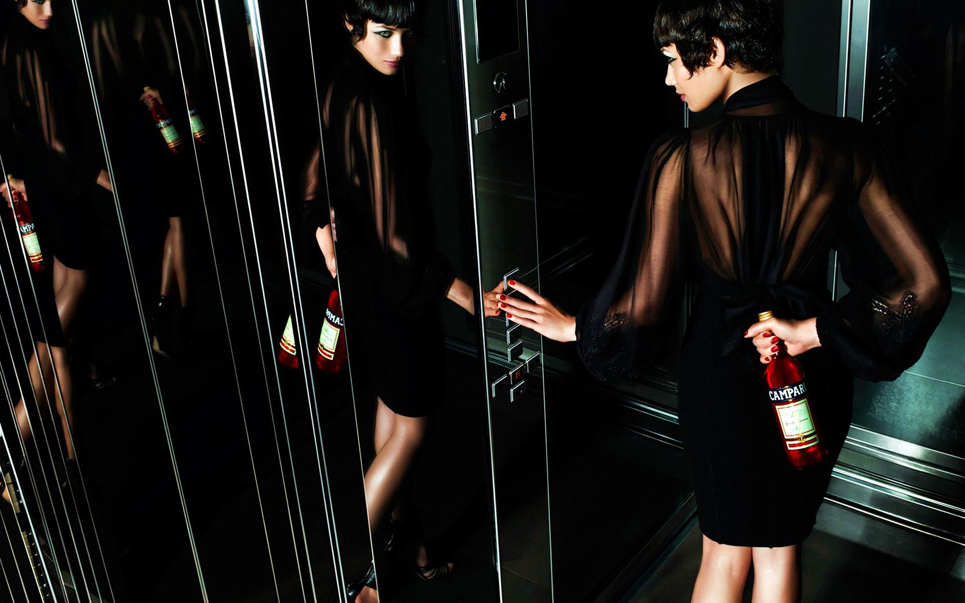 Женщина с бутылкой между ног смотреть — 10