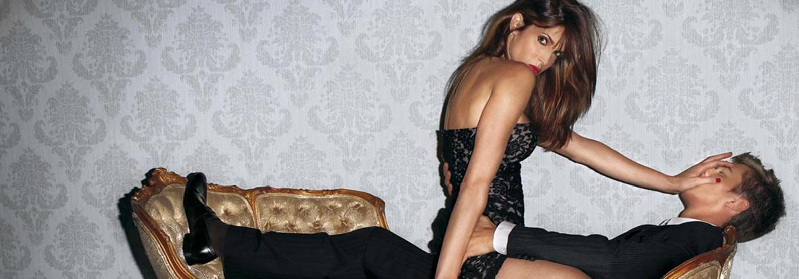 porno-devushki-seksualno-dominiruyut-nad-parnem-devushka-maliki