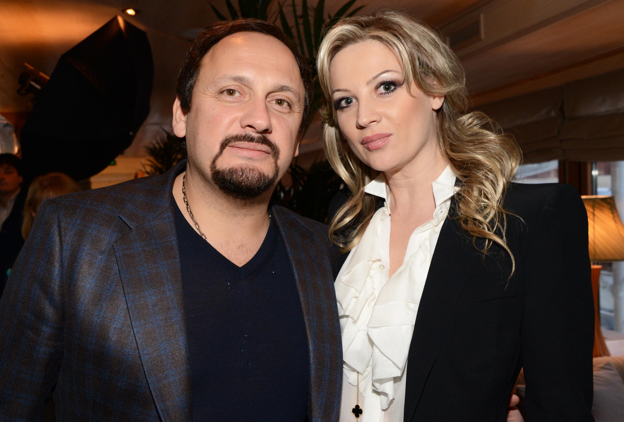 malie-trahayutsya-zhena-stasa-mihaylova-porno-porno-uniforma-chulki