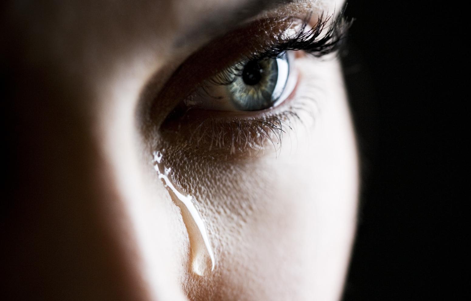 Когда девушка плачет у мужчин