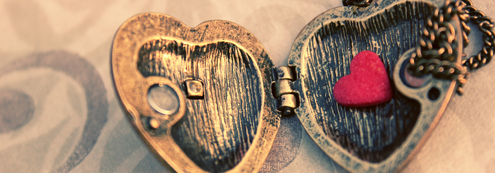 7027102-love-heart-pendant