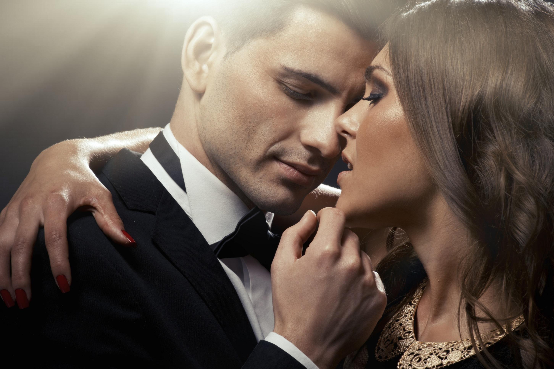 Девушка в отношениях с мужчиной