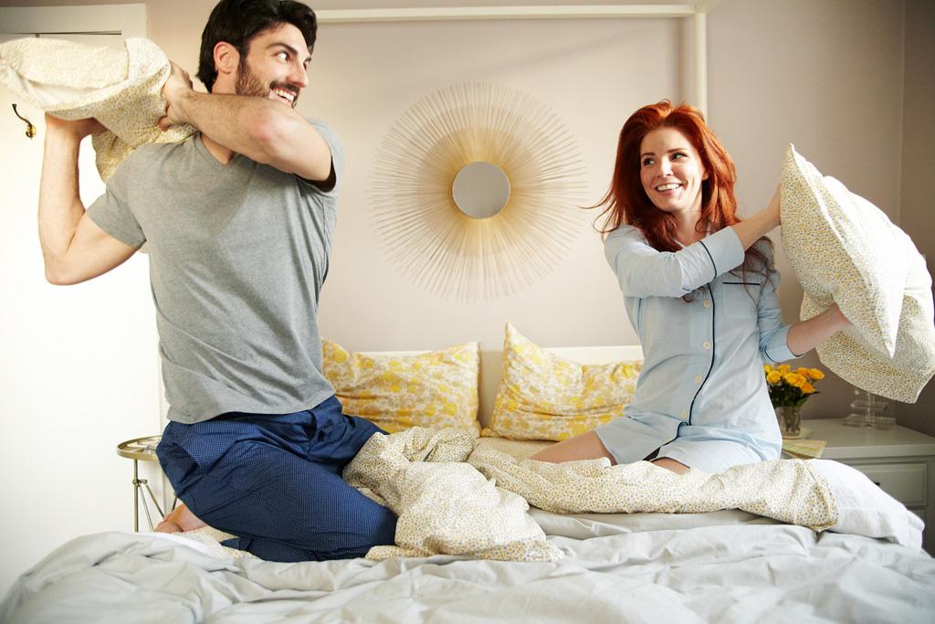 Подлаживать подушку под бедра во время секса